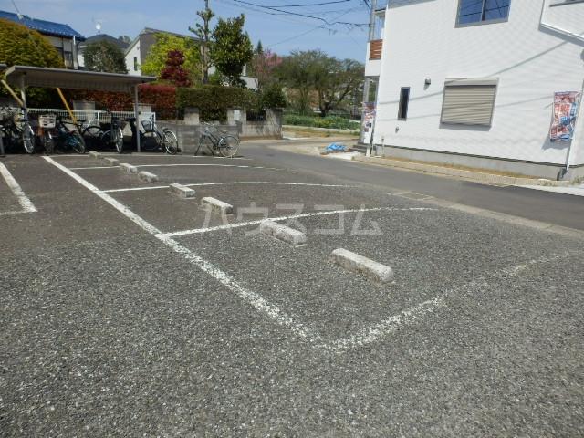 セント・ビラ92B 00201号室の駐車場