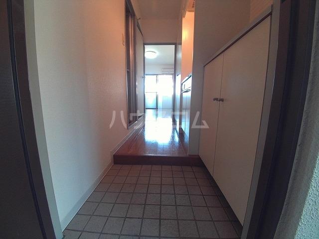 エバーグリーン明大寺 205号室の玄関