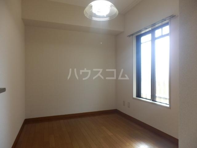 シャルマン所沢B棟 00103号室のリビング