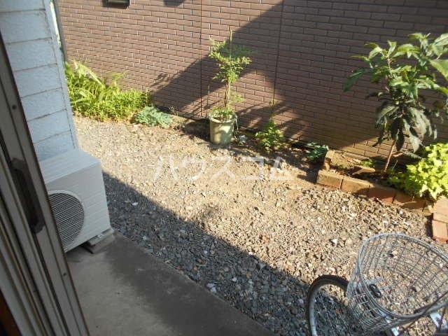 エスポワールゆとり 103号室の庭