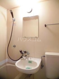 フジパレス八柱 103号室の洗面所