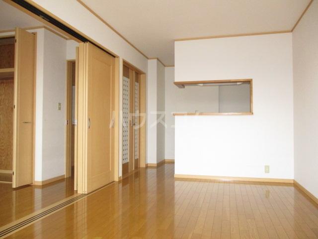 ル・シェモア 203号室のリビング