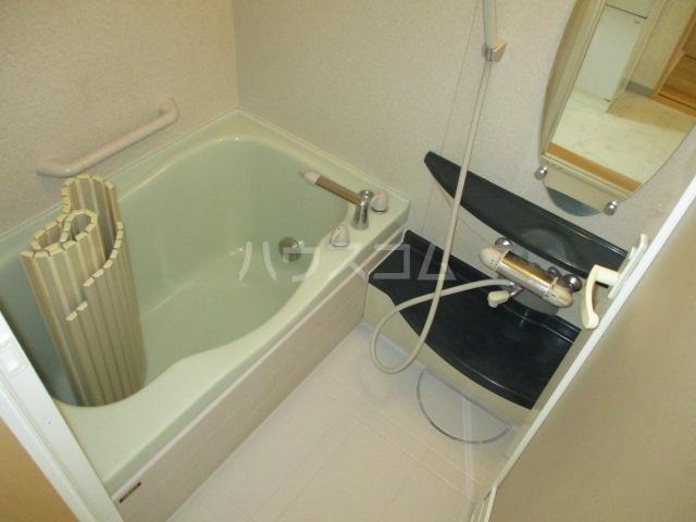 ル・シェモア 203号室の風呂