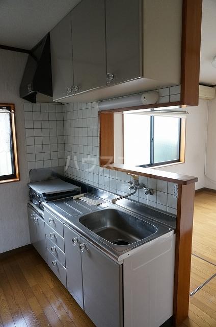 半田町貸家のキッチン