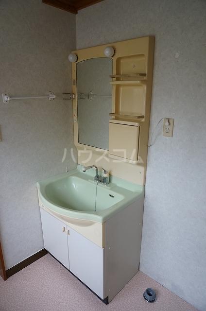 半田町貸家の洗面所