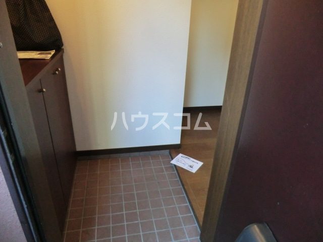 ラディアント柴田 204号室の玄関