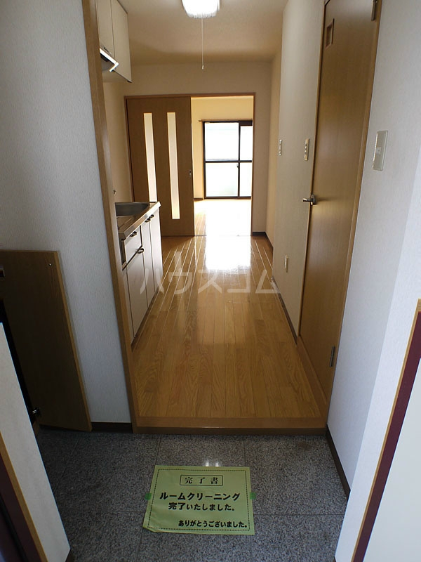 アン・ソレイエ 106号室の玄関
