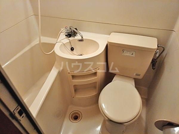 ビラ東海 30A号室の洗面所