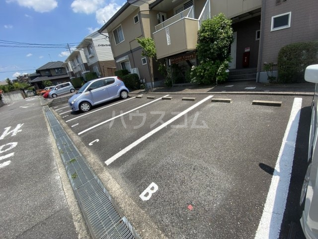 McLean Court A号室のエントランス