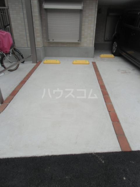 cruise 302号室の駐車場