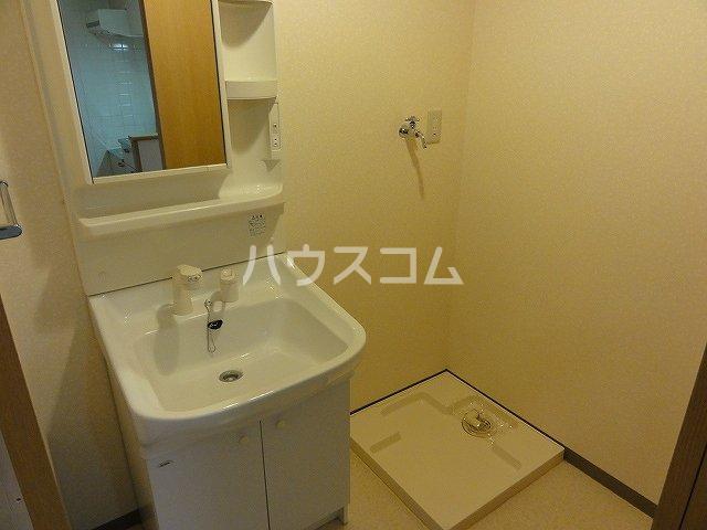 ラ・ペジブル 203号室の洗面所