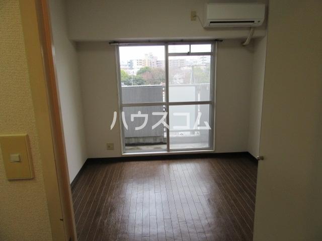 グランメールKAZU 706号室のリビング