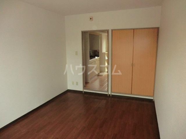 マンションヴィクトリーⅡ 303号室のリビング