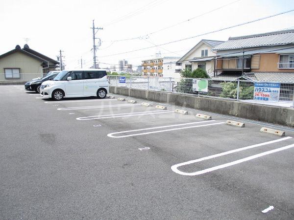 グランドビュー大池 201号室の駐車場