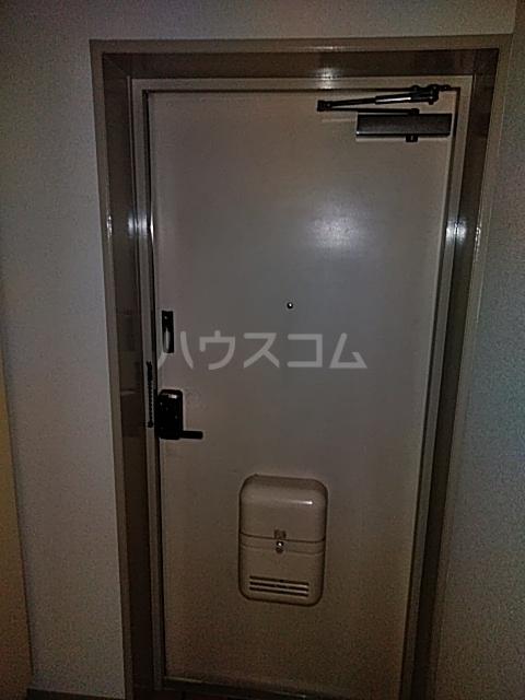 学校裏八幡マンション 106号室の玄関