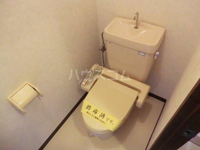ティエスビル 00202号室のトイレ
