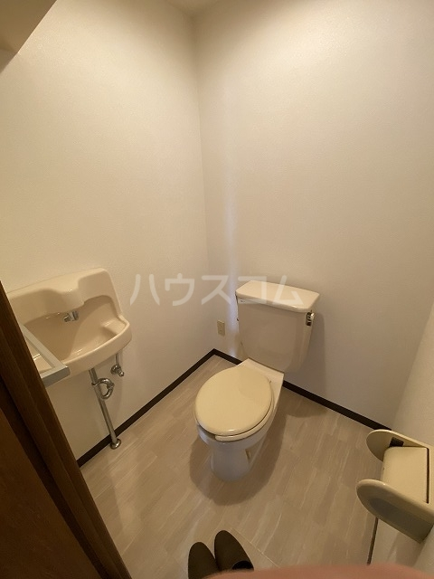 ラフィーネ六名 402号室のトイレ