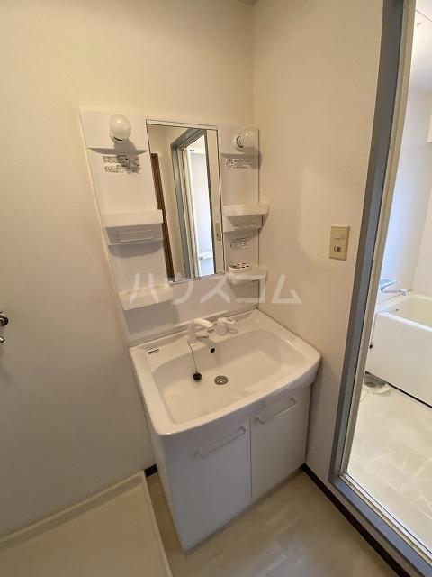 ラフィーネ六名 402号室の洗面所