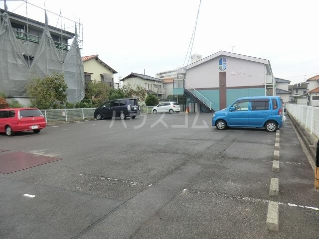 Surplus遊 105号室の駐車場