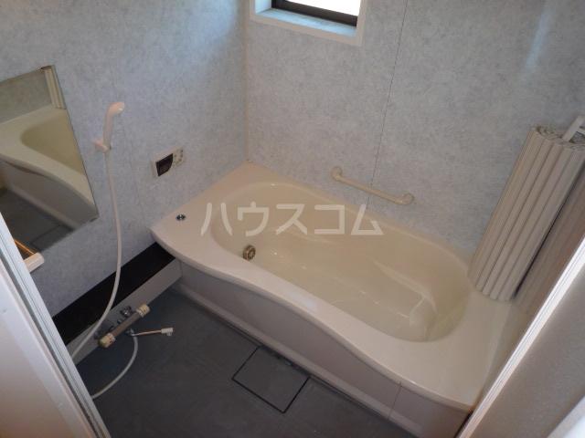 サンティール幸和 102号室の風呂