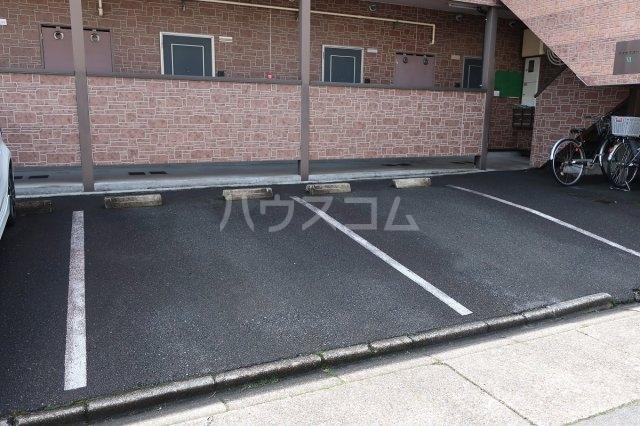 アクセスコートⅥ 2E号室の駐車場