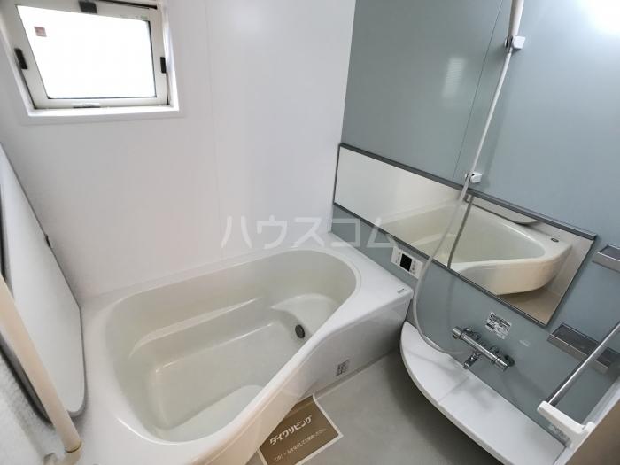 スティーロ フォート 102号室の風呂