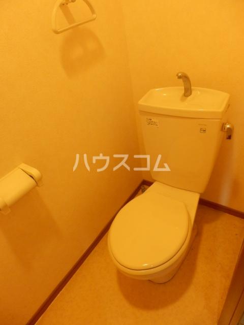 エクセルメゾン諸ノ木 2A号室のトイレ