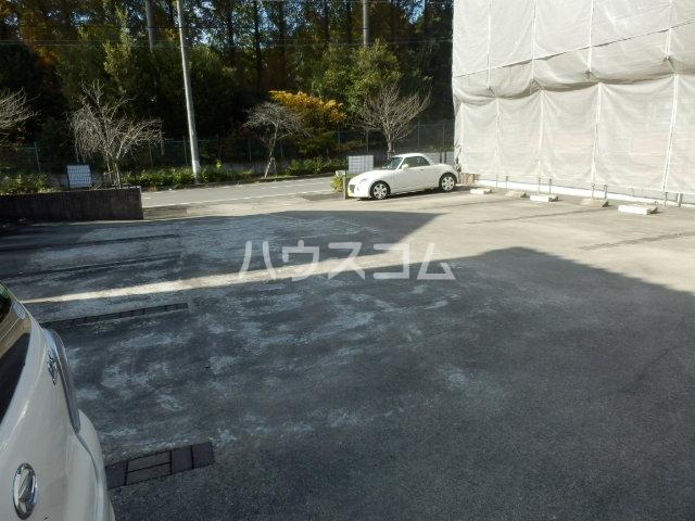 エクセルメゾン諸ノ木 2A号室の駐車場