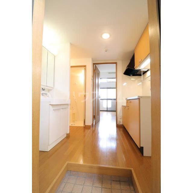 メゾンド井尻 105号室の玄関