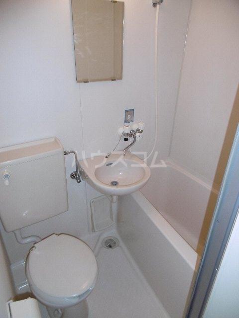 ドーム桜山 2H号室の洗面所