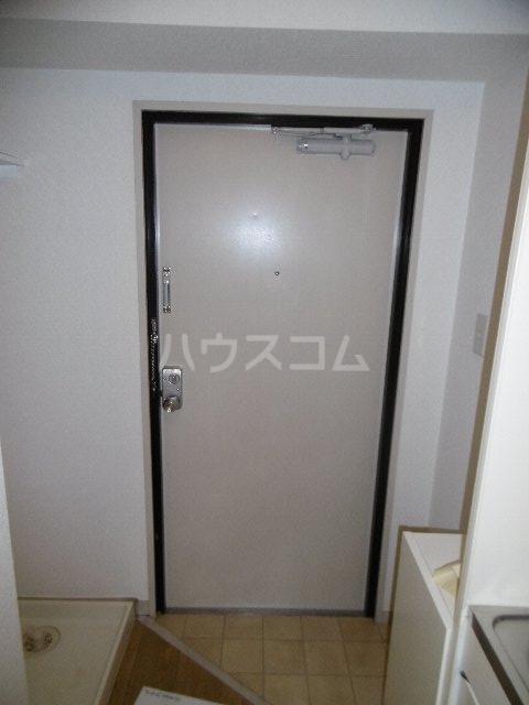 ドーム桜山 2H号室の玄関