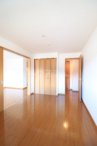 メープルヒルズ・ハイブリッジ 101号室の居室