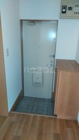 プライムハイツ 102号室の玄関
