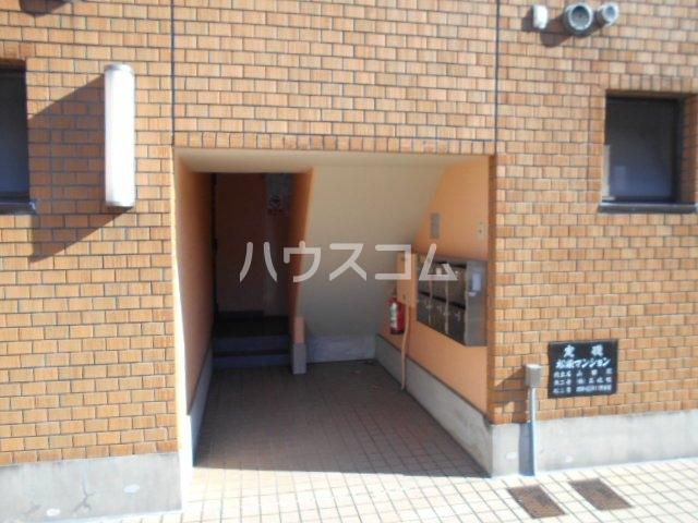 松栄マンション 101号室のエントランス