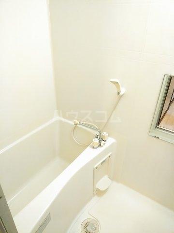 コーポ・ユトリロ 203号室の風呂