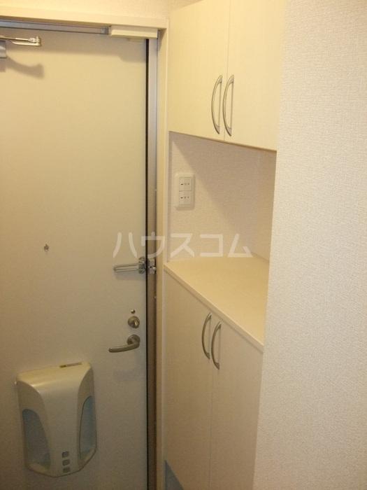 コンフィアンスーフェールD 201号室の玄関