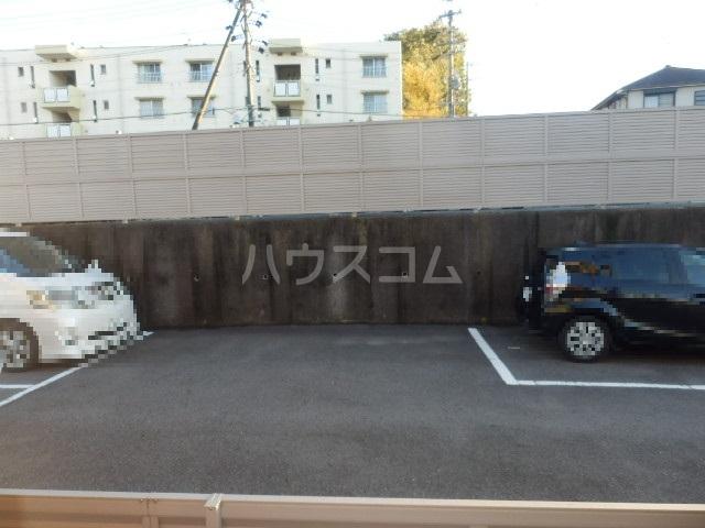 ビートル 201号室の駐車場
