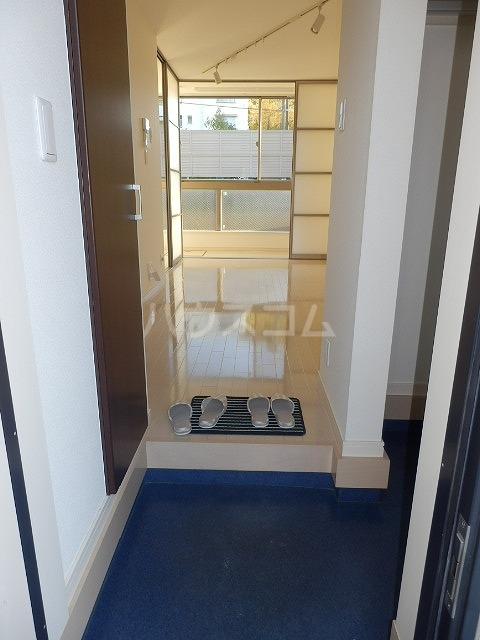 ビートル 201号室の玄関