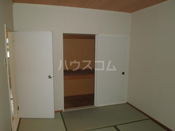 コーブサンクチュアリ 203号室の居室