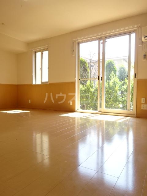 セブンオークスA 103号室のリビング