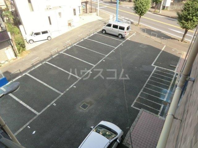 キングス所沢 00402号室の駐車場