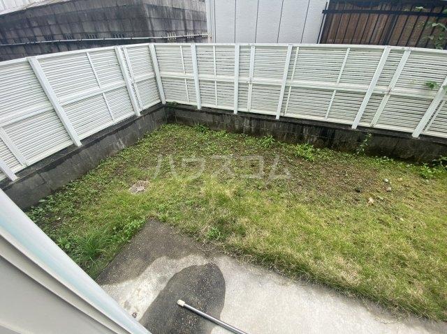 グリーンコート 101号室の庭