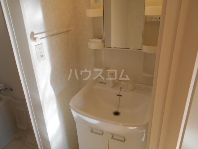 クレフラスト鶴里 102号室の洗面所