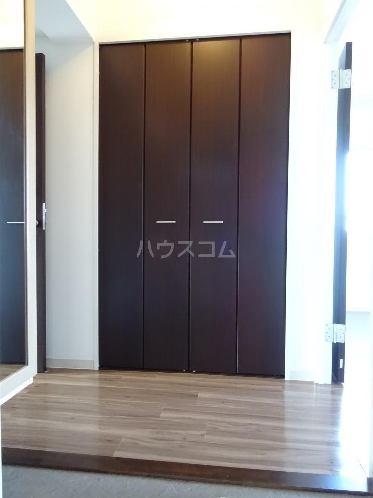 メゾンベールⅠ 201号室の玄関