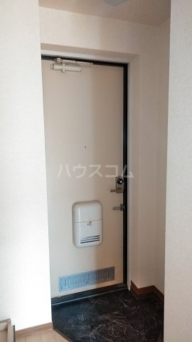 サザンクロスハイム 205号室の玄関