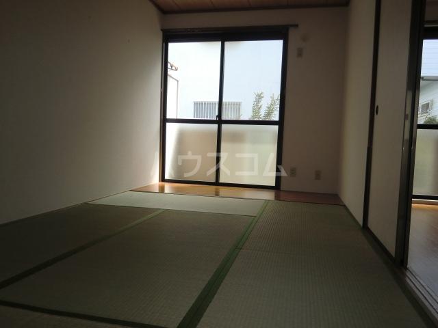 サンフェア南八幡 102号室の居室