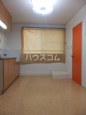 ビラ三秋 202号室のリビング