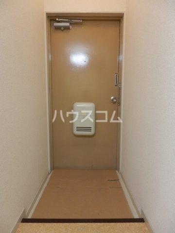 ビラ三秋 202号室の玄関