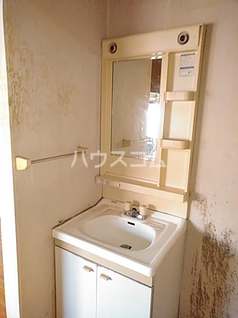 ドミール金子 101号室の洗面所