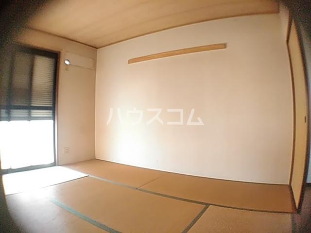 ドミール金子 101号室の居室